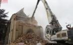 Patrimoine en péril : 14 janvier 2013, l'église de Saint-Aubin-du-Pavoil à Segré est tombée sous les coups de pelle
