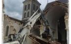 La nef de l'église éventrée.